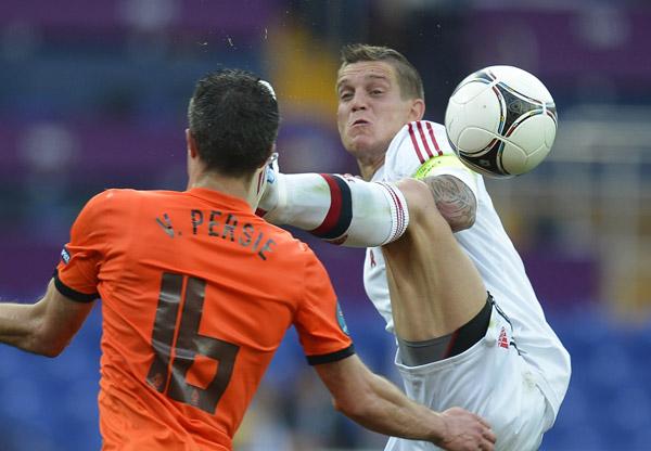 Van Persie calcio in faccia