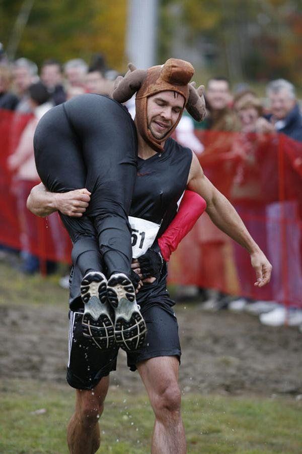 Corsa con moglie in spalla 2