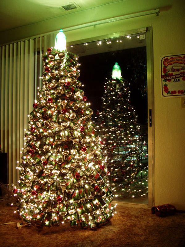 Albero di Natale con bottiglie Mountain Dew