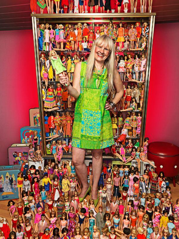 Bettina Dorfmann con le sue Barbie