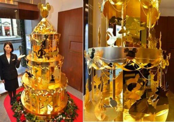 Albero di Natale d'oro a Tokyo 2
