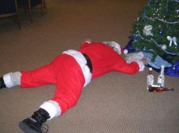 Babbo Natale sbronzo a terra