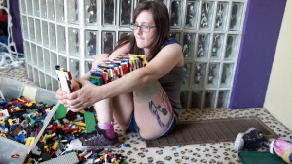 Christina Stevens con gamba di Lego 1