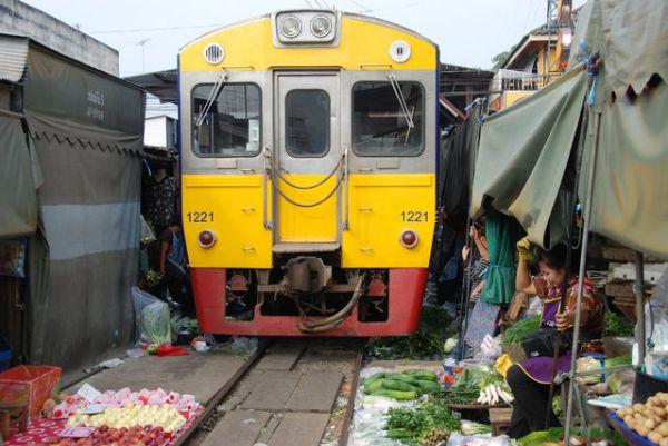 Mercato Mae Klong 4