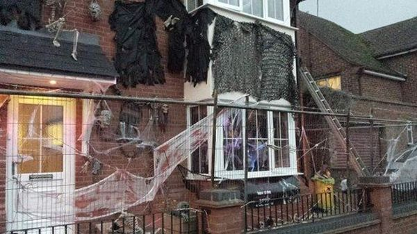 La casa di James Creighton decorata per Halloween