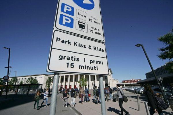 Park Kiss insegna