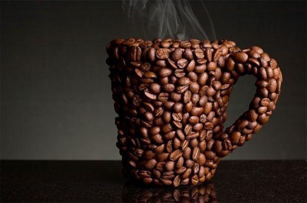 Tazza con chicchi di caffè