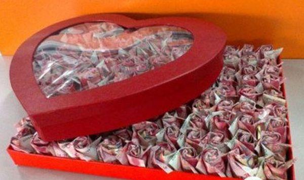 Banconote come boccioli di rosa