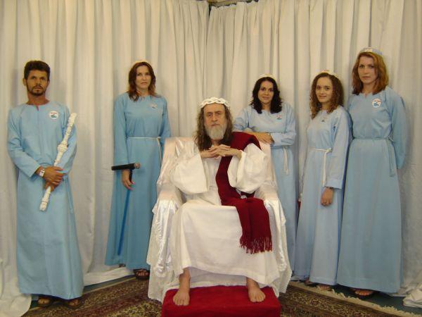 Inri Cristo con seguaci 1