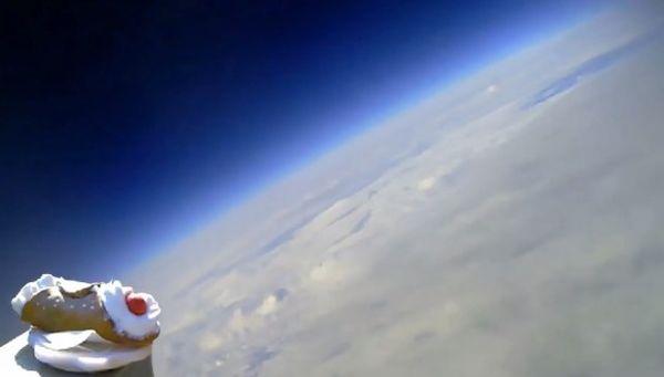 Cannolo nello spazio