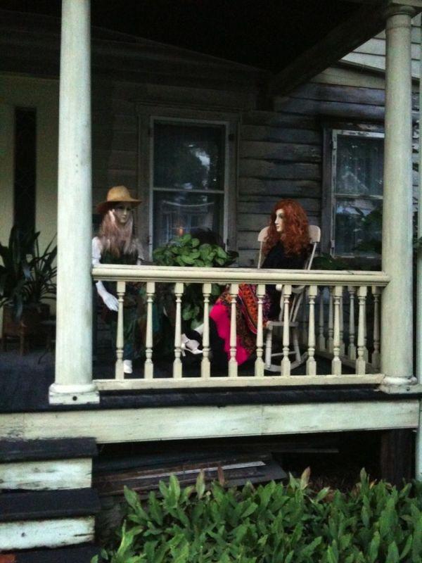 John Lawson House: manichini 2