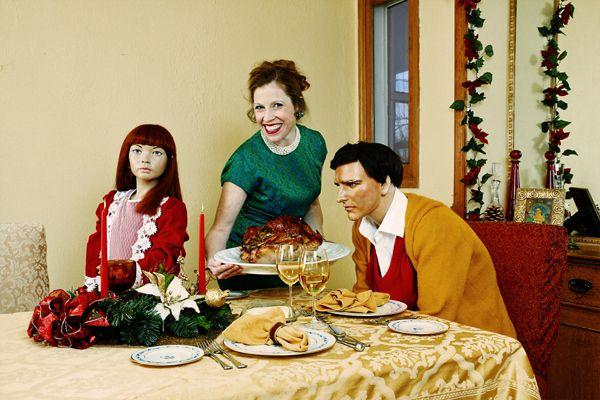 Suzanne Heintz con famiglia di manichini 1