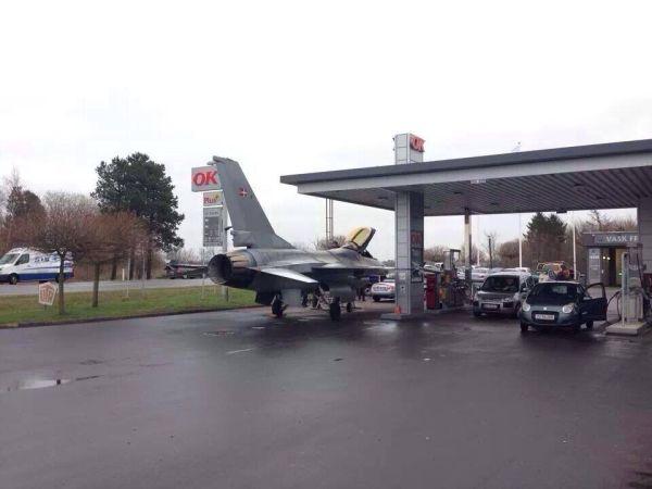 Aereo dal benzinaio