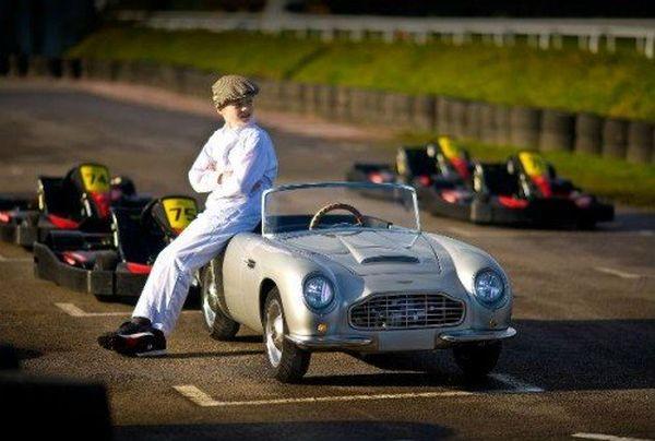 Aston Martin per bambini 2