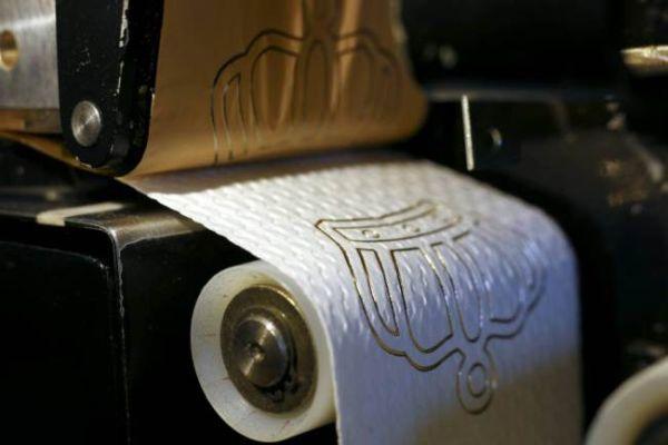 Carta igienica decorata d'oro: rotolo