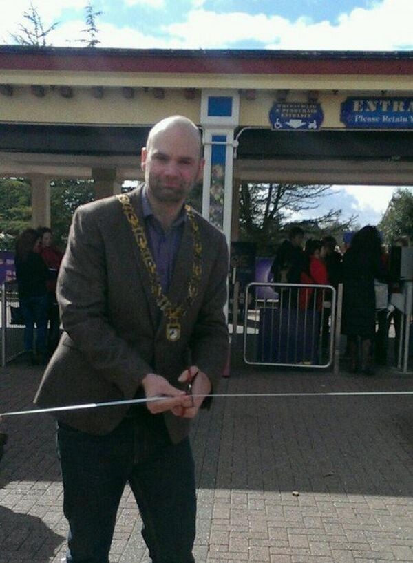 James Billington falso sindaco su Twitter