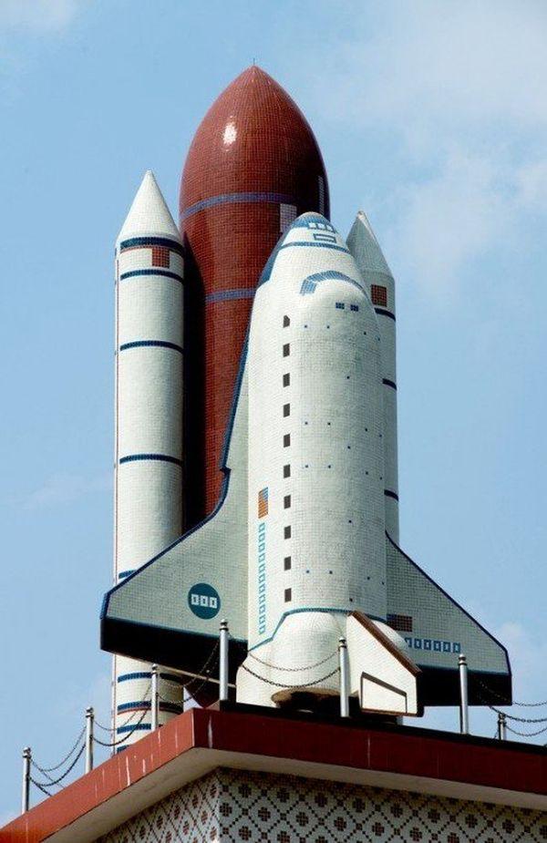 Shuttle sul tetto di casa 3