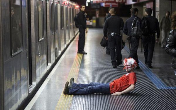 tifoso inglese in metro