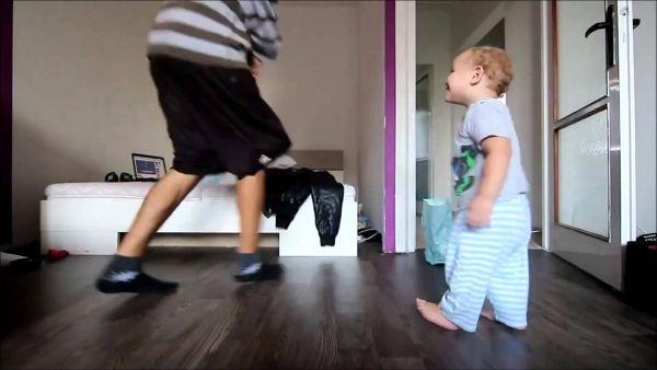 baby hip-hop con papà