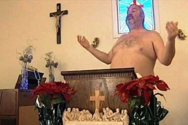 Nudi a messa: il pastore Allen Parker