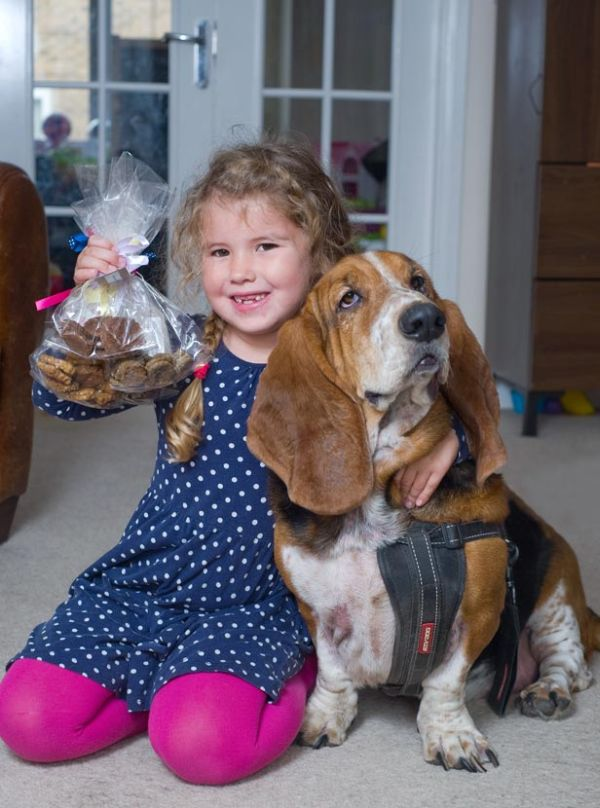 Anya e i suoi biscotti per cani 1