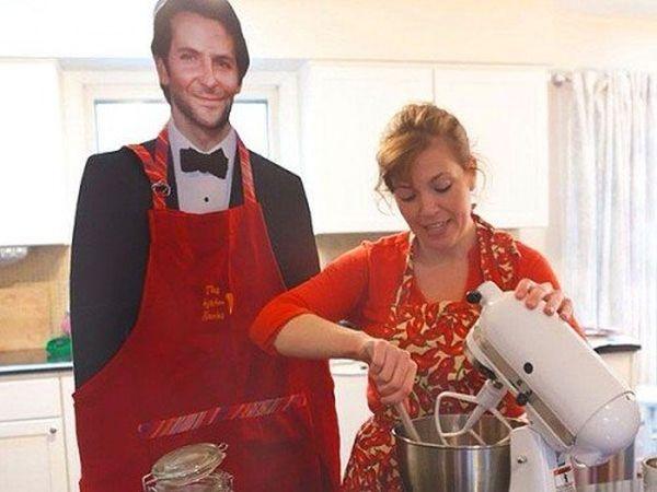 Danielle e sagoma Bradley Cooper: in cucina