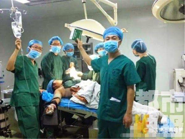 chirurghi cinesi: selfie in sala operatoria 1