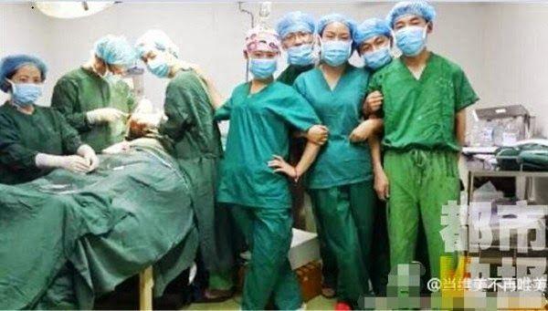 chirurghi cinesi: selfie in sala operatoria 3