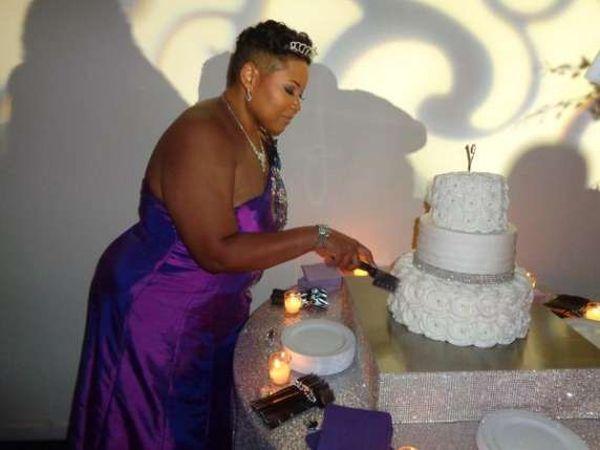 Yasmin Eleby sposa se stessa