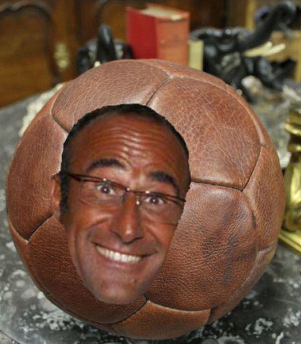 Carlo Conti in un pallone di cuoio